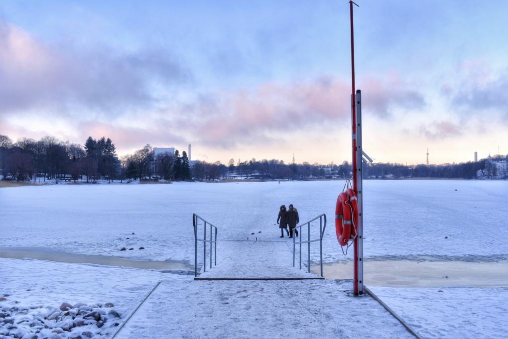 ヘルシンキ トーロ湾 凍る